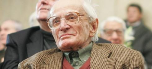 """Роднини, приятели, близки и почитатели на твореца преминаха през фоайето на Народния театър """"Иван Вазов"""", за да си вземат последно сбогом с един от най-светлите духовни бащи на нацията и..."""