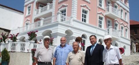 http://youtu.be/Vs3keZtcRgQ  За празника на Несебър- Успение Богородично в античния град беше открито възстановеното в автентичния си вид старо кметство на града. Сградата, строена през 1929 г., е паметник на...