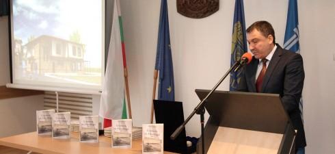 Тази година се навършват 55 години от голямата административна реформа в България и учредяване на нов тип общини с премахване на управленското ниво – околия. По този повод...