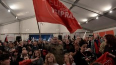 """СИРИЗА и дясната """"Независими гърци"""" в коалиция срещу спасителния план Алексис Ципрас положи клетва като нов министър-председател на Гърция Меркел: Бъдещото правителство да спази ангажиментите за реформи и икономии Панос..."""