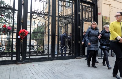 epa05683164 Russian consulate officials leave the consulate amid floral tributes to the murdered Russian ambassador to Turkey Andrey (Andrei) Karlov, in Istanbul, Turkey, 20 December 2016. Andrey Karlov was shot at an art exhibition in the Turkish capital of Ankara on 19 December 2016.  EPA/TOLGA BOZOGLU