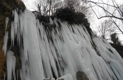 655-402-zamryznal-vodopad-kiustendilsko