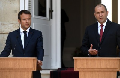 epa06161614 Bulgarian President Rumen Radev (R) and President of France , Emmanuel Macron (L) during the official press conference at the Residence Evksinograd in the town of Varna, Bulgaria, 25 August 2017. The President of France Emmanuel Macron arrived on a two day visits in Bulgaria.  EPA/VASSIL DONEV