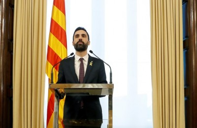 epa06485073 The Speaker of the Catalan Parliament, Roger Torrent, announces that the investiture debate has been postponed, in Barcelona, Spain, 30 January 2018. According to Torrent, 'he will not propose any other candidate but Carles Puigdemont', which is the reason why he has decided to postpone the investiture in order to give time for the Constitutional Court to study Puigdemont's request to be elected President abroad. The Constitutional Court announced on 27 January that Catalonia's fugitive former President Carles Puigdemont must return to Spain if he wants to be elected in the investiture debate, as a preventive turn out to avoid the Catalan Parliament from electing him without being present at the Chamber. The Court also recalled that Puigdemont would need a judicial permission, despite his presence at the Chamber, as there is still a warrant order in force.  EPA/ANDREU DALMAU