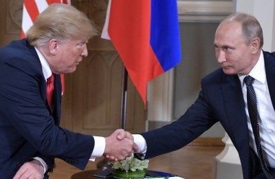 epa06892804 Russian President Vladimir Putin (R) shakes hands with US President Donald J. Trump  (L) during their one-to-one meeting at the Presidential Palace in Helsinki, Finland, 16 July 2018.  EPA/ALEXEY NIKOLSKY/SPUTNIK/KREMLIN / POOL MANDATORY CREDIT