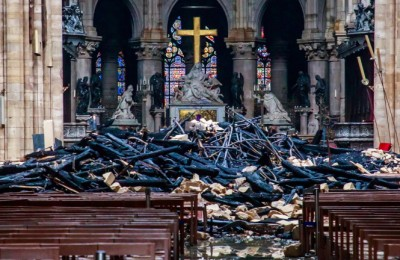 epaselect epa07510428 View of the debris inside the Notre-Dame-de Paris in the aftermath of a fire that devastated the cathedral during the visit of French Interior Minister Christophe Castaner (not pictured)  in Paris, France, 16 April 2019. A fire started in the late afternoon 15 April in one of the most visited monuments of the French capital.  EPA/CHRISTOPHE PETIT TESSON POOL