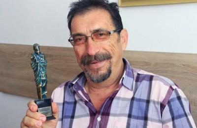 2. Иван Бунков, председател на БАРМ, със статуетката