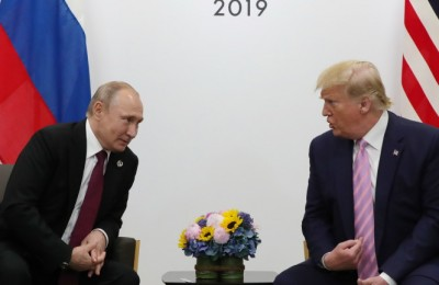 epa07679081 Russian President Vladimir Putin (L) and US President Donald J. Trump (R) during their meeting on the sidelines of the G20 leaders summit in Osaka, Japan, 28 June 2019. The summit gathers leaders from 19 countries and the European Union to discuss topics such as global economy, trade and investment, innovation and employment.  EPA/MICHAEL KLIMENTYEV/SPUTNIK/KREMLIN POOL