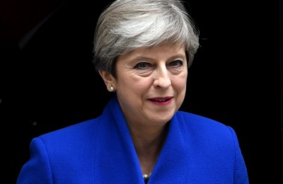 epa06018496 Britain's Prime Minister Theresa May leaves No. 10 Downing Street to meet the Queen in Buckingham Palace, in London, Britain, 09 June 2017. Britain's general election has ended in a hung parliament according to news reports, with the Conservative Party unable to gain a majority. Labour leader Jeremy Corbyn has called for Prime Minister Theresa May to resign.  EPA/FACUNDO ARRIZABALAGA