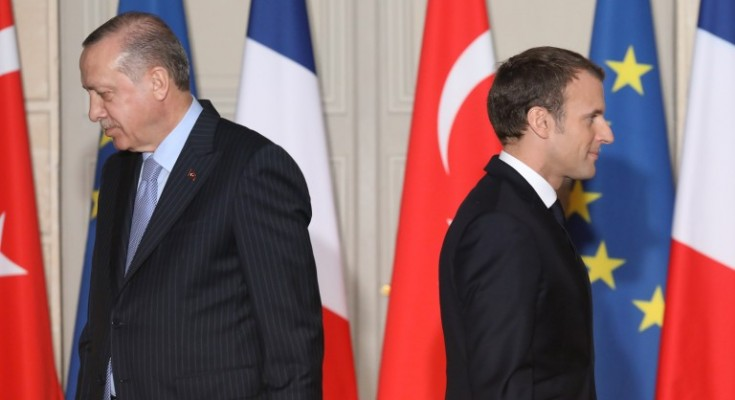 epa06418866 French President Emmanuel Macron (R) and  Turkish President Recep Tayyip Erdogan greet each other during a joint press conference at a joint press conference at the Elysee Palace in Paris, France, 05 January 2018. Erdogan will attempt to reset relations with Europe at talks with Macron in Paris on January 5 that are likely to be overshadowed by human rights concerns. Erdogan is in Paris for a one-day visit for bilateral talks.  EPA/LUDOVIC MARIN / POOL MAXPPP OUT