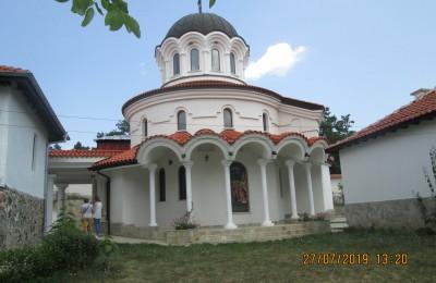 IMG_5395 Клисурски м-р храм Въведение Богородично  (1)