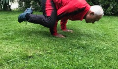 Иван Гарабитов-йога на тревата (1) (3)