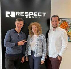 Радж Делик (вляво) с Катя Гушкова и Николай Василев от Респект консулт (3)